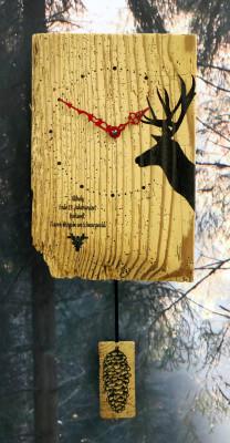 Oud hout wandklok Hert