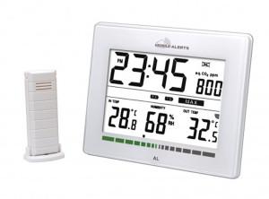 Luchtkwaliteit monitor met tijdsweergave en sensor